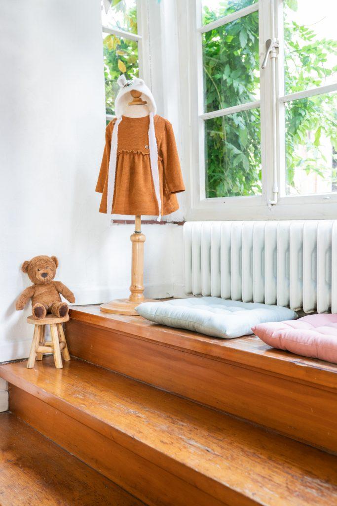 Sitzecke am Fenster im Schnoor Bremen Fotostudio Hochzeitsfotograf Bremen Oldenburg Cloppenburg