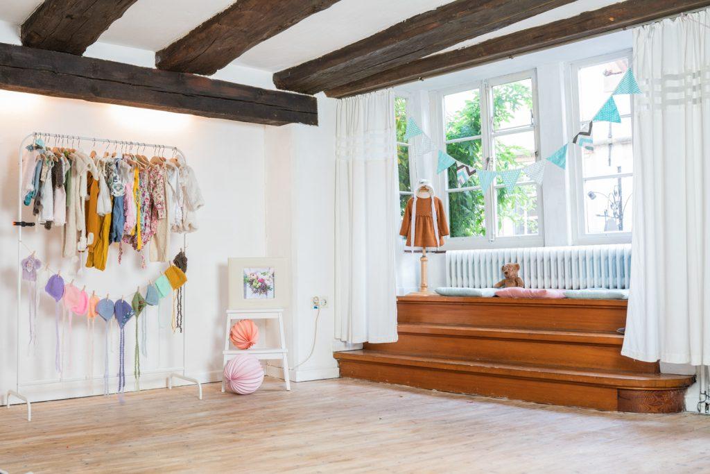 Fotostudio mit Tageslicht in Bremen im Schnoor Viertel Fotografin für Neugeborene Familien und Hochzeiten