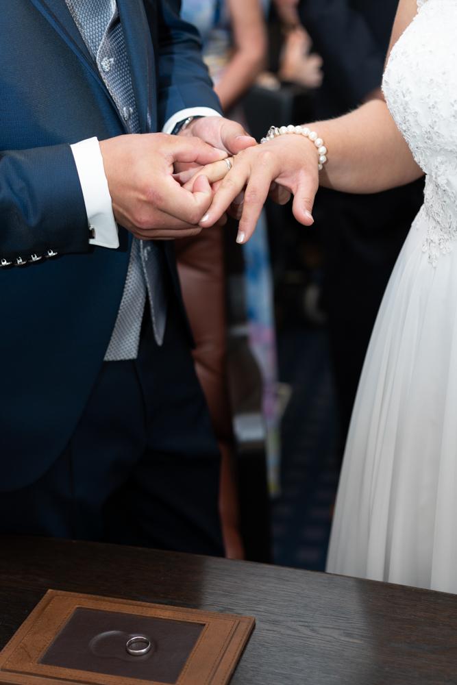 Hochzeit Alena und Sven Ringtausch nach dem Jawort