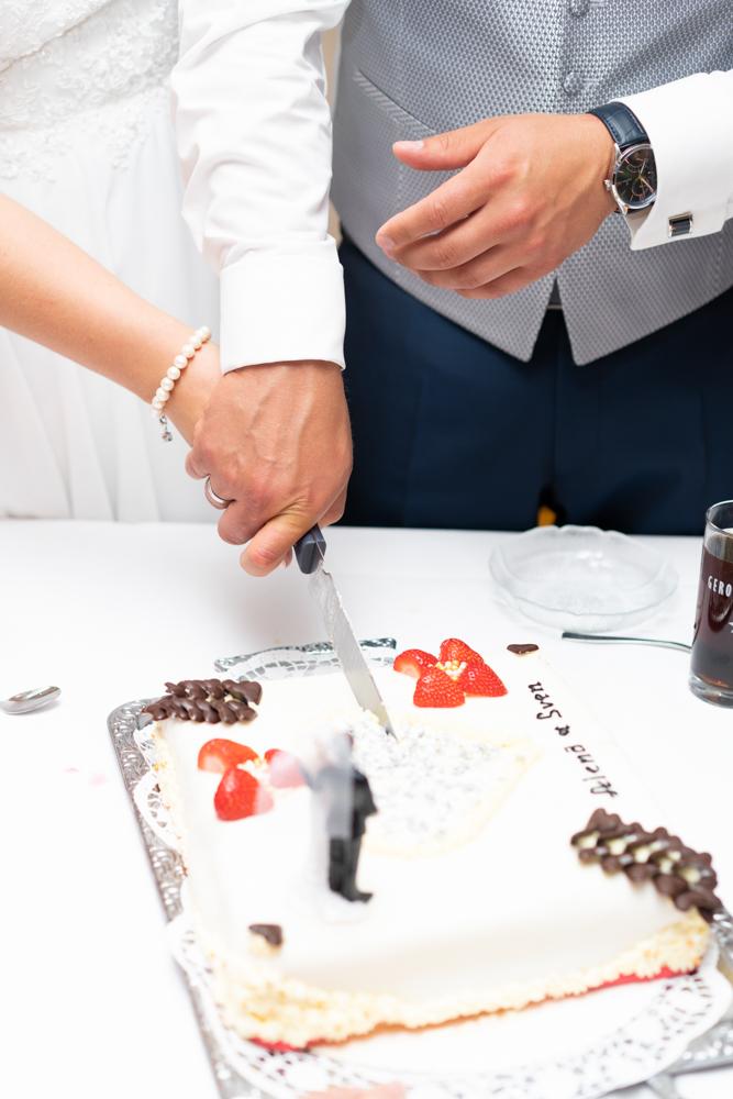Hochzeitstorte anschneiden in Visbek