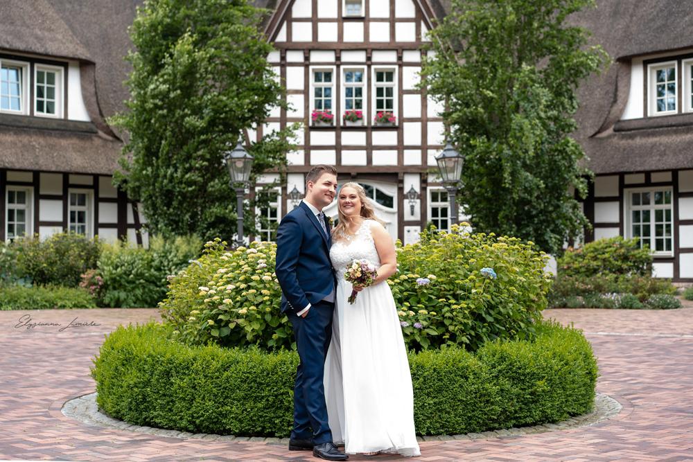 Hochzeitsfotos vor einer Villa in Visbek