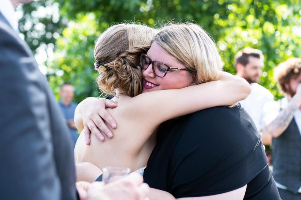 Gratulationen mit der Traurednerin - Hochzeitsfotograf Bremen