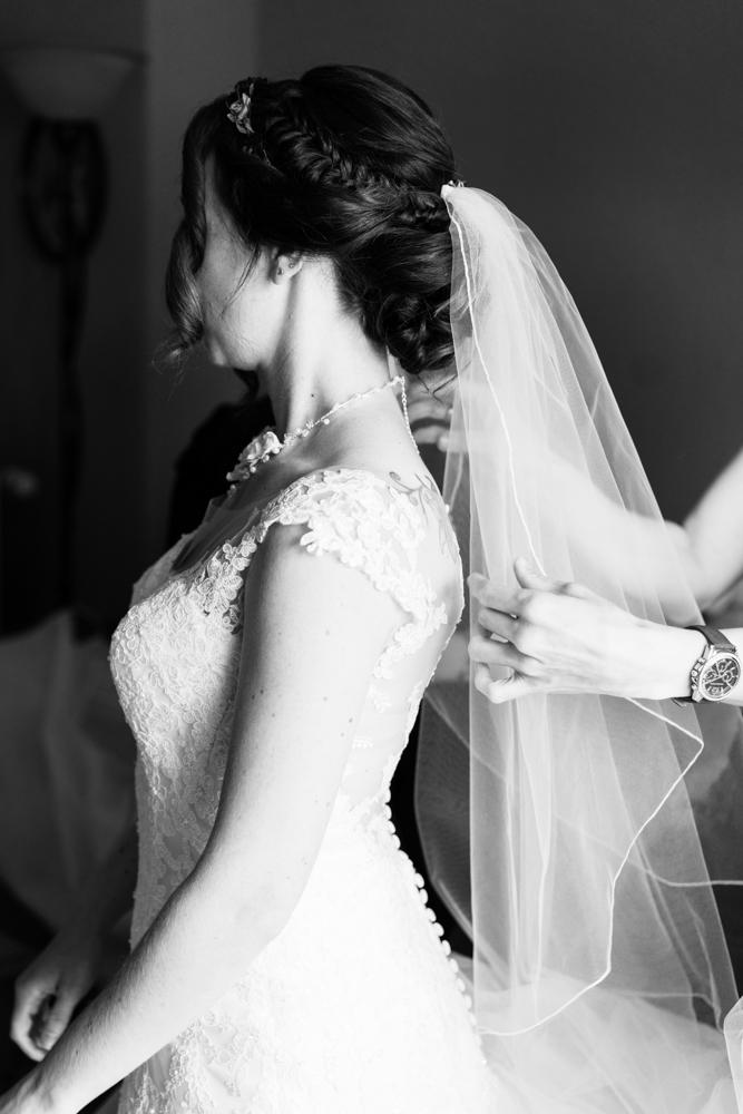 Der Schleier Vorbereitungen Getting Ready der Braut - Hochzeitsfotograf