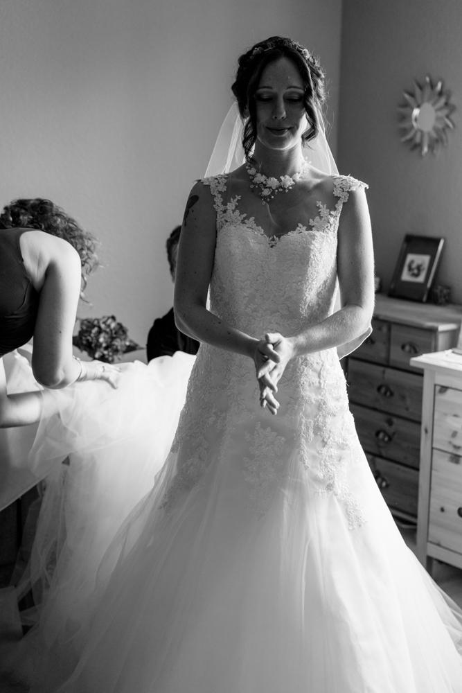 Die Vorbereitung der Braut vom Hochzeitsfotograf festgehalten