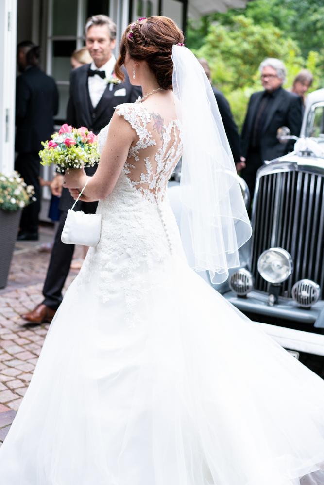 Ankunft der Braut am Standesamt