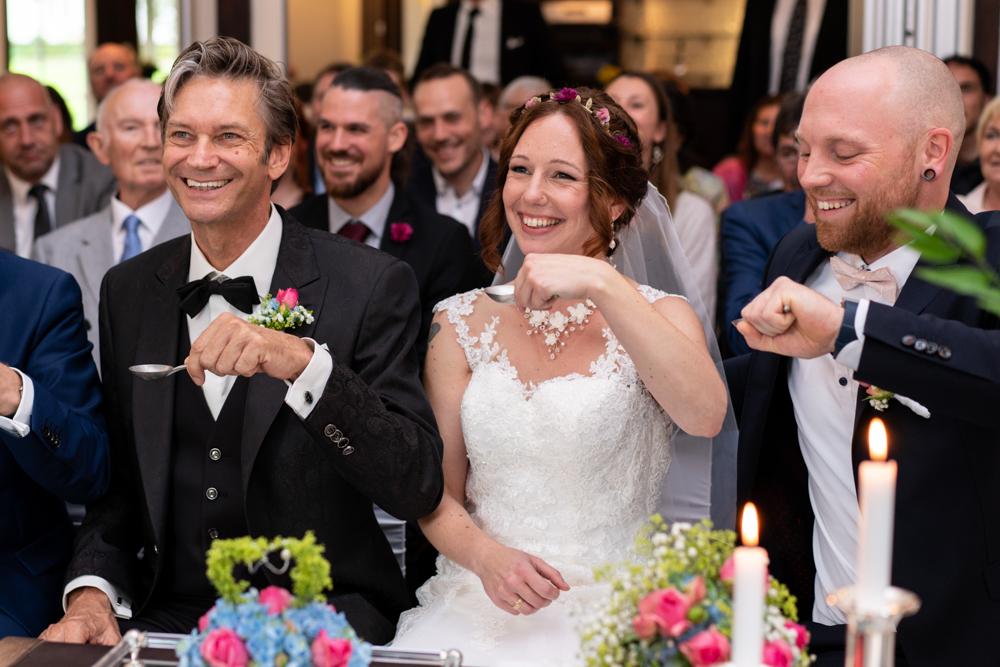Standesamtliche Trauung im Lür-Kropp-Hof in Bremen - Hochzeitsfotograf als Team