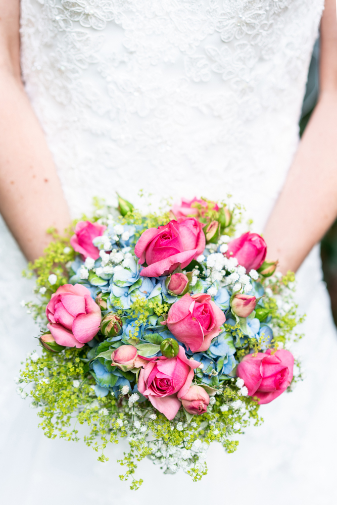 Brautstrauß im Sommerlook - Reportagen vom Hochzeitsfotograf