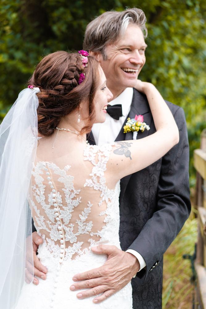 Ein gemeinsamer Blick in die Zukunft - Hochzeitsfotos in Bremen