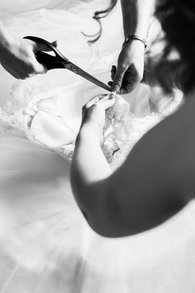 Letzte Änderungen am Brautkleid während des getting Ready