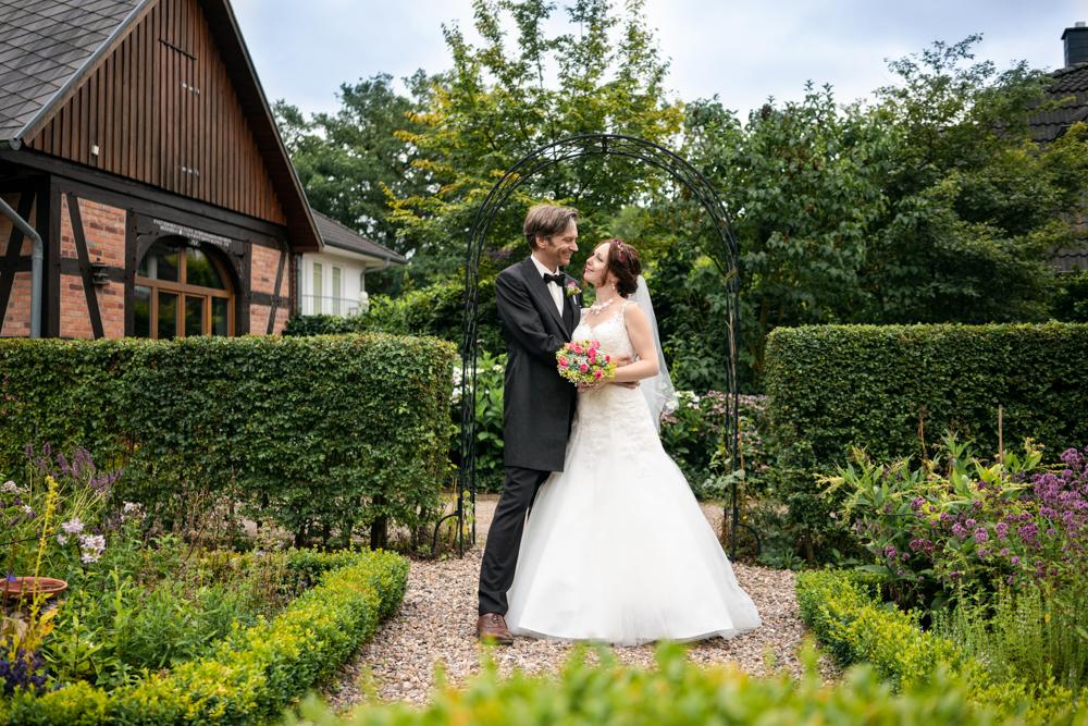 Lür-Kropp-Hof Fototshooting nach der Hochzeit im Garten
