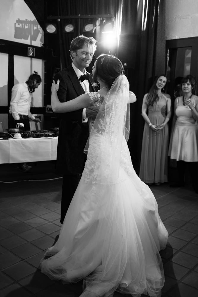 Der Eherentanz I Emotionale Hochzeitsfotografie in Bremen