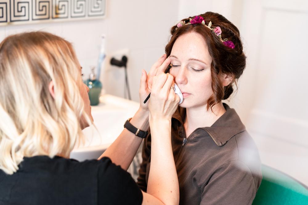 Getting Ready der Braut - Visagistin für das Brautstyling