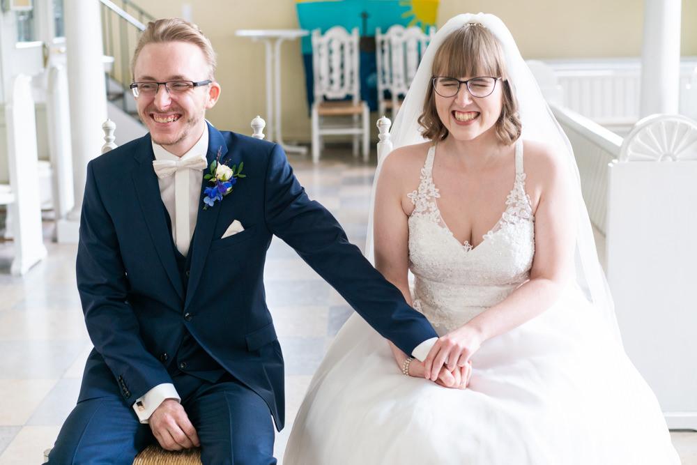 Hochzeitsfotograf Bremen kirchliche Hochzeit Trauung fröhliche Gesichter