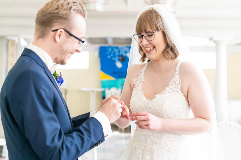 Hochzeitsfotografie Bremen kirchliche Hochzeit Trauung Ringtausch