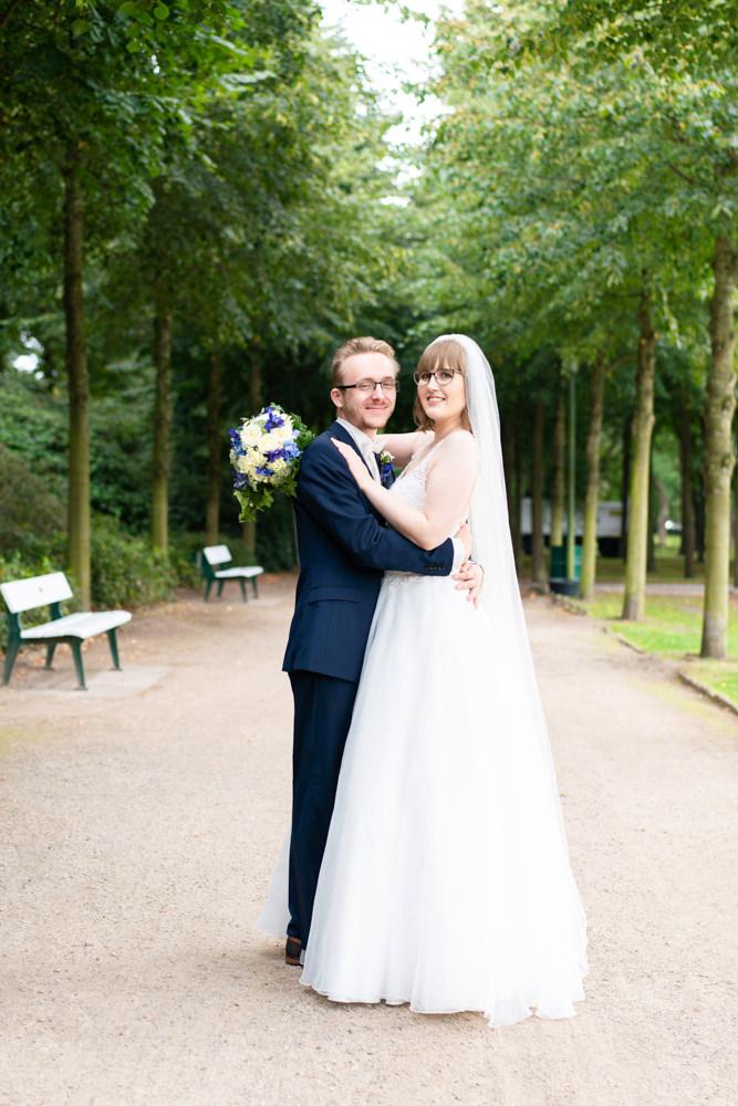 Hochzeitsfotograf im Bürgerpark Bremen natürlich Brautpaar schön