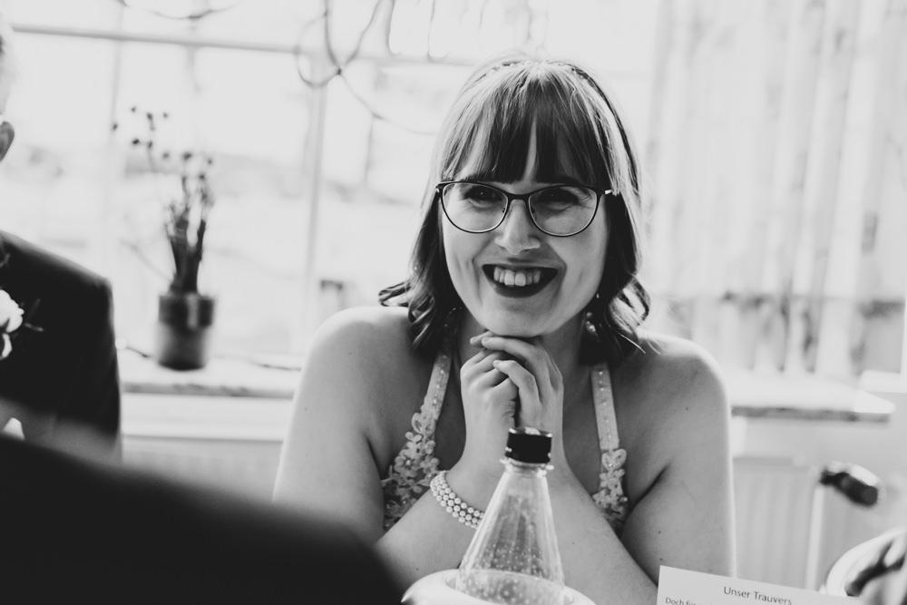 Hochzeitsfotograf Bremen glückliche Braut Lachen I Elysianna Lumiere Photography