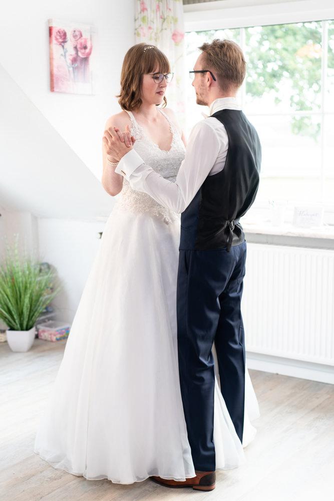 Hochzeitsfotograf Bremen Hochzeitstanz Paarfotos