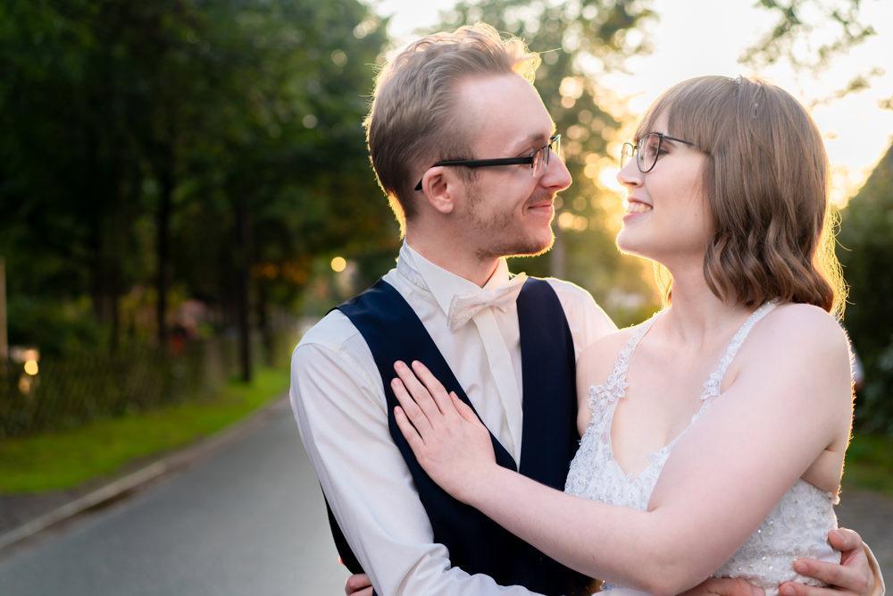 Hochzeitsfotograf Bremen Paarshooting Sonnenuntergang Stimmung Liebe I Elysianna Lumiere Photography