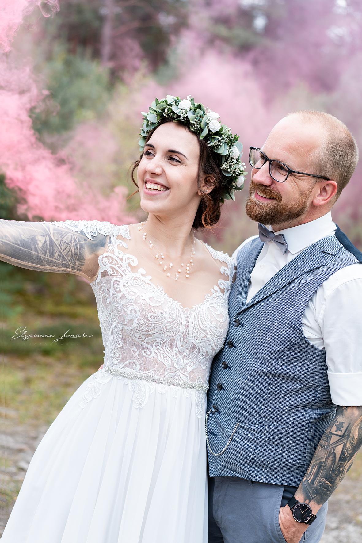 Brautpaarshooting Bohochic mit Rauchfackel
