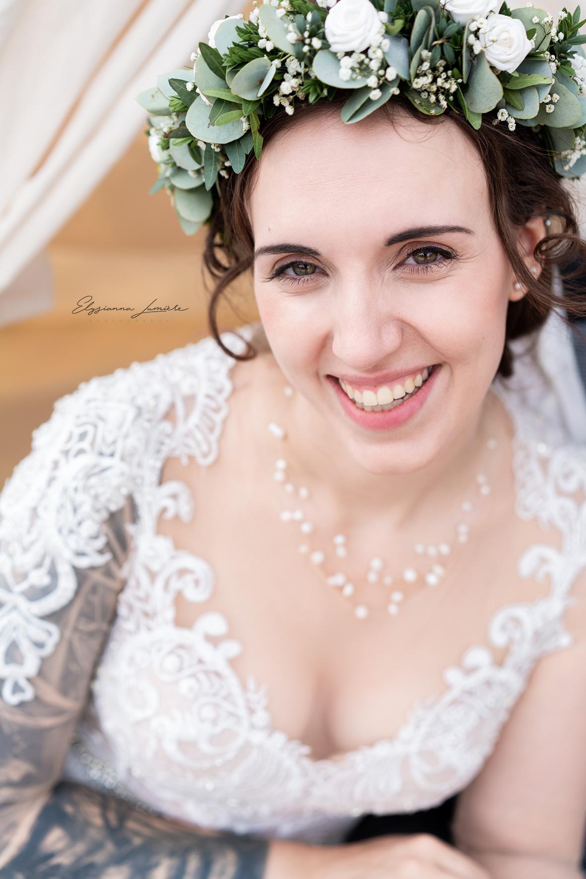 Hochzeitsfotografie Bremen Brautfoto mit Blumenkranz