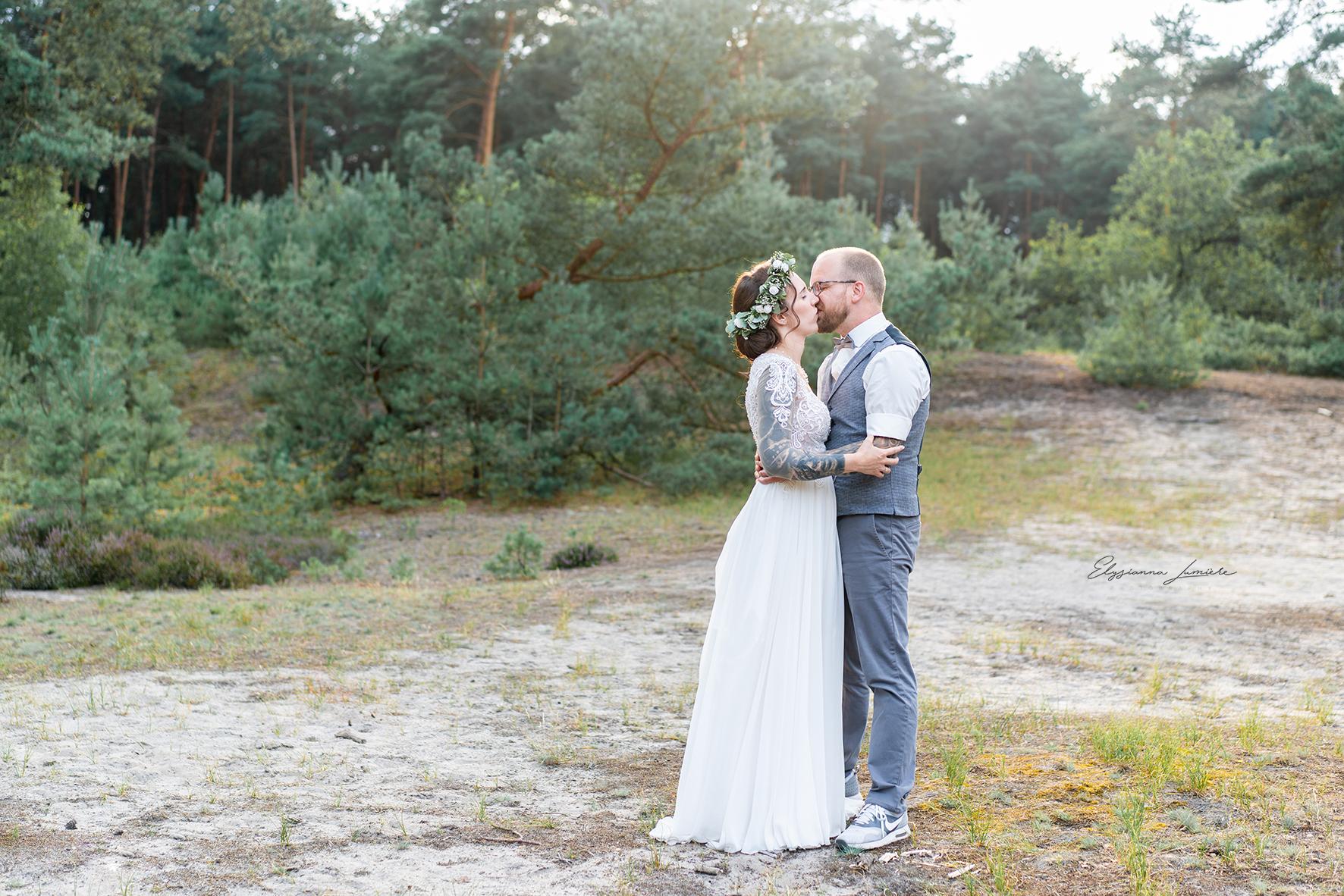Hochzeitsfotos im Sonnenuntergang Goldene Stunde Sommerhochzeit