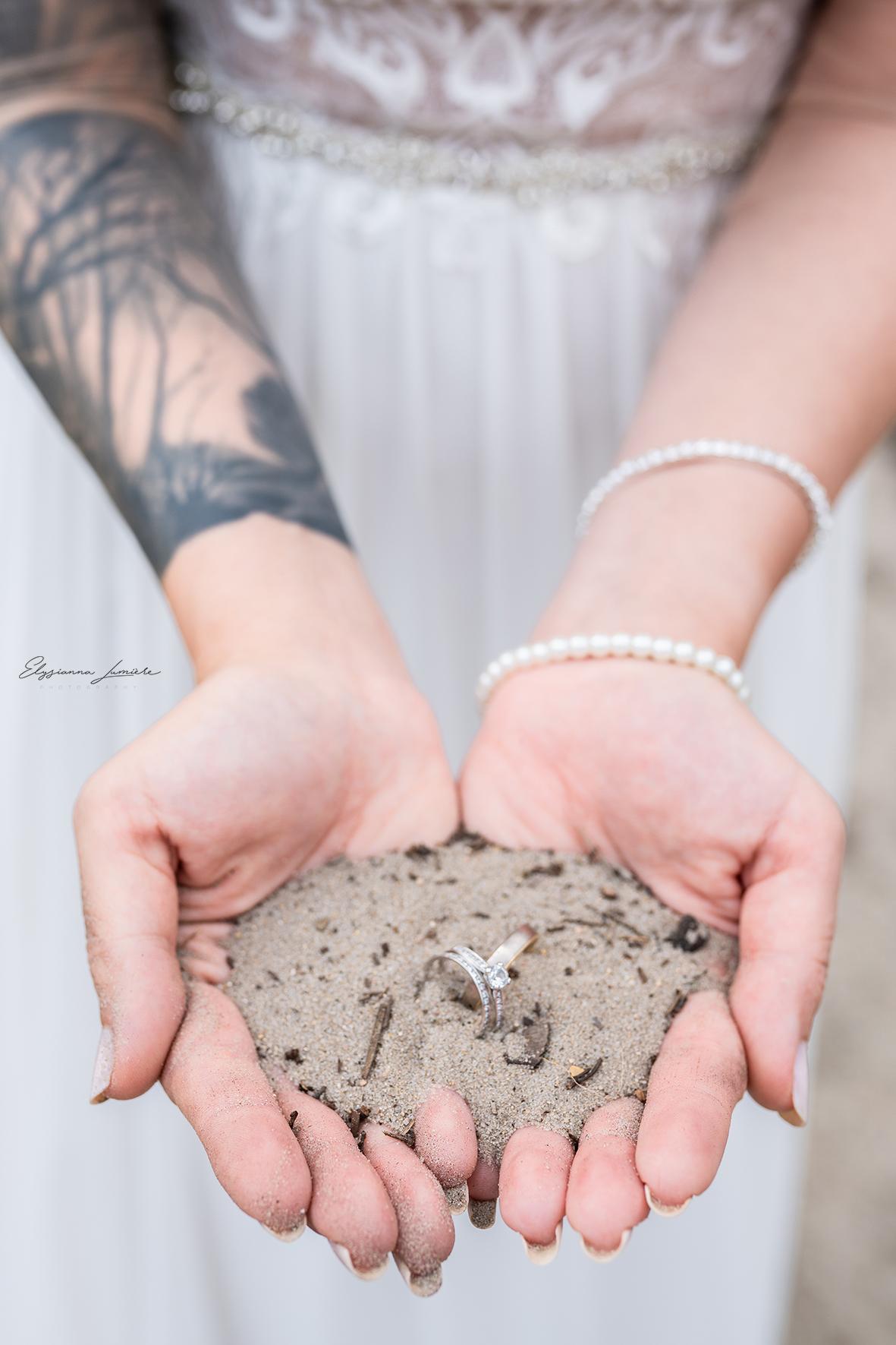 Ringfoto Detail Hochzeitsfotos Ringe im Sand Strand Dünen