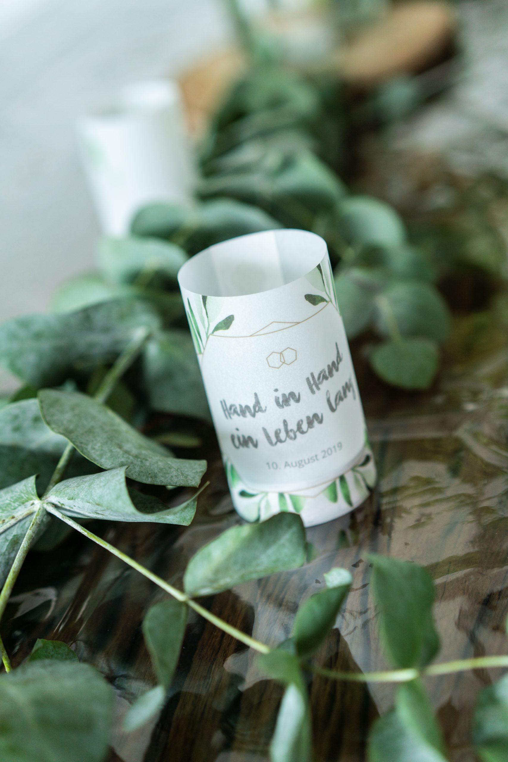 Personalisierte Kerzen Deko mit Eukalyptus