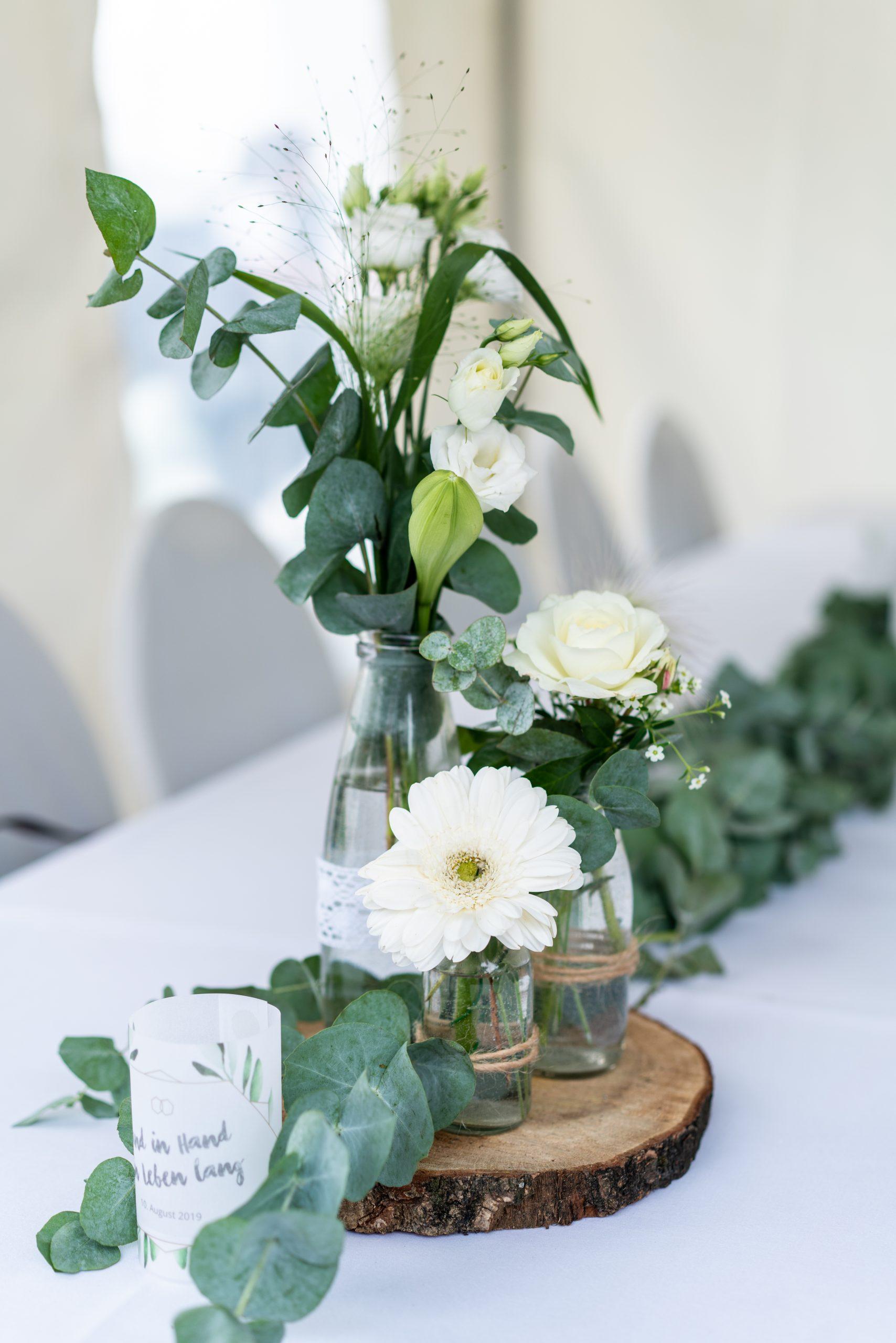 Blumendeko mit Eukalyptus