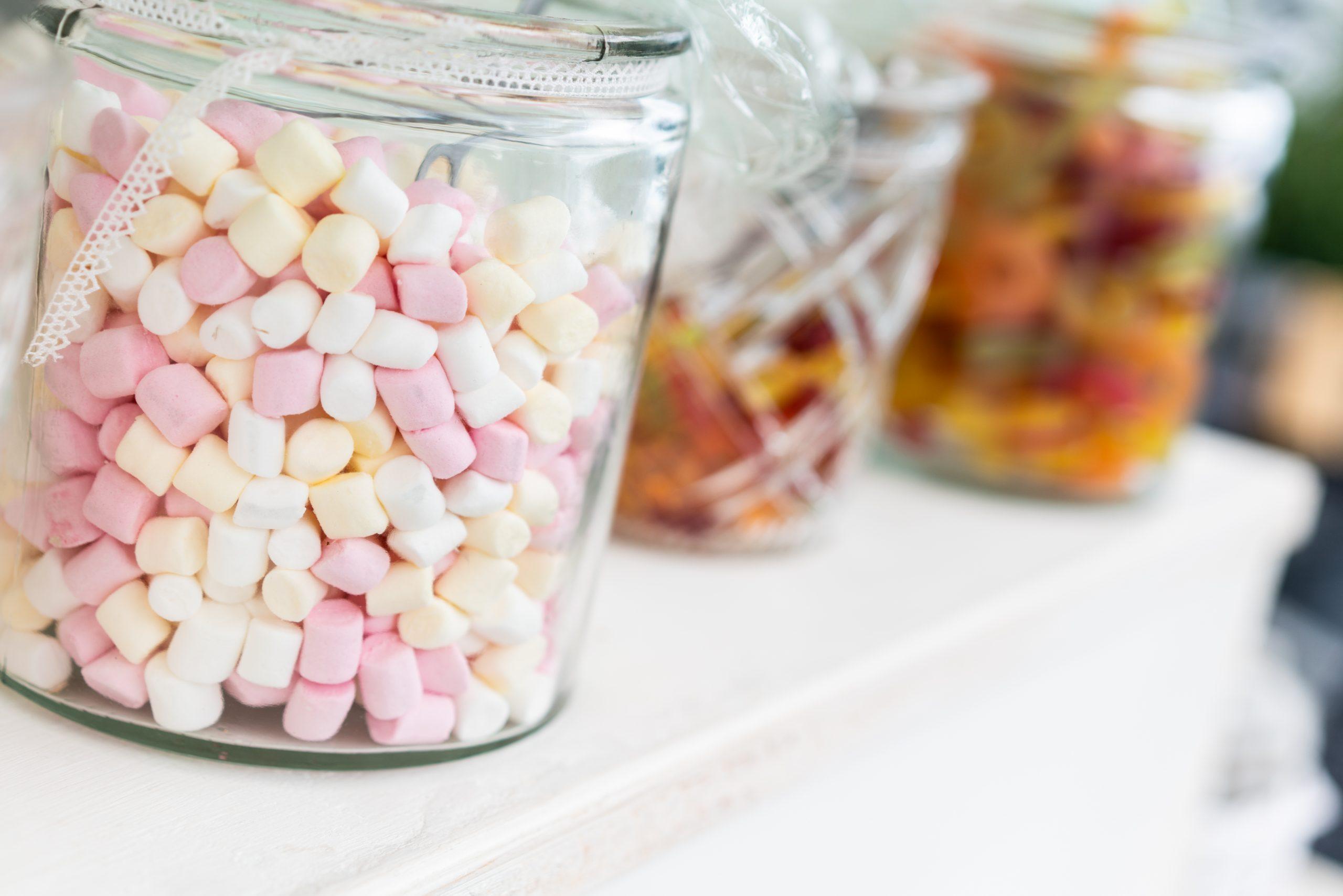 Gefüllte Gläser der Candybar
