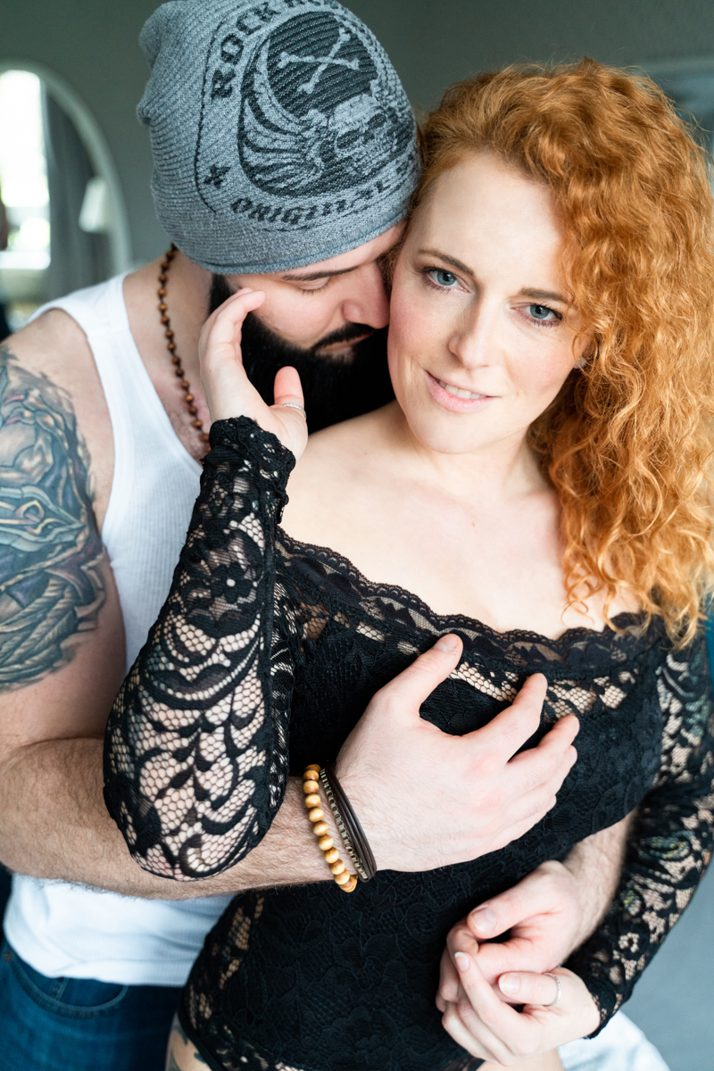 Ein intensiver Blick beim Coupleshooting - Homestory Fotograf Bremen