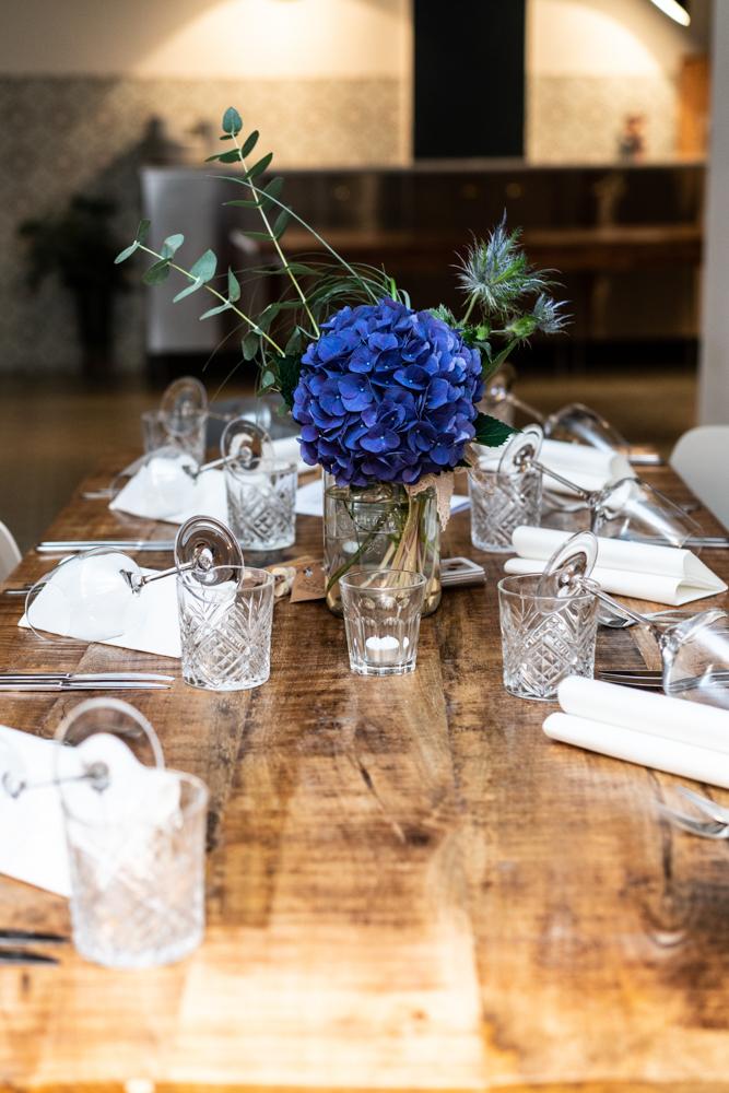 Tischdekoration Industriecharme rustikal Hochzeitsfotograf Bremen