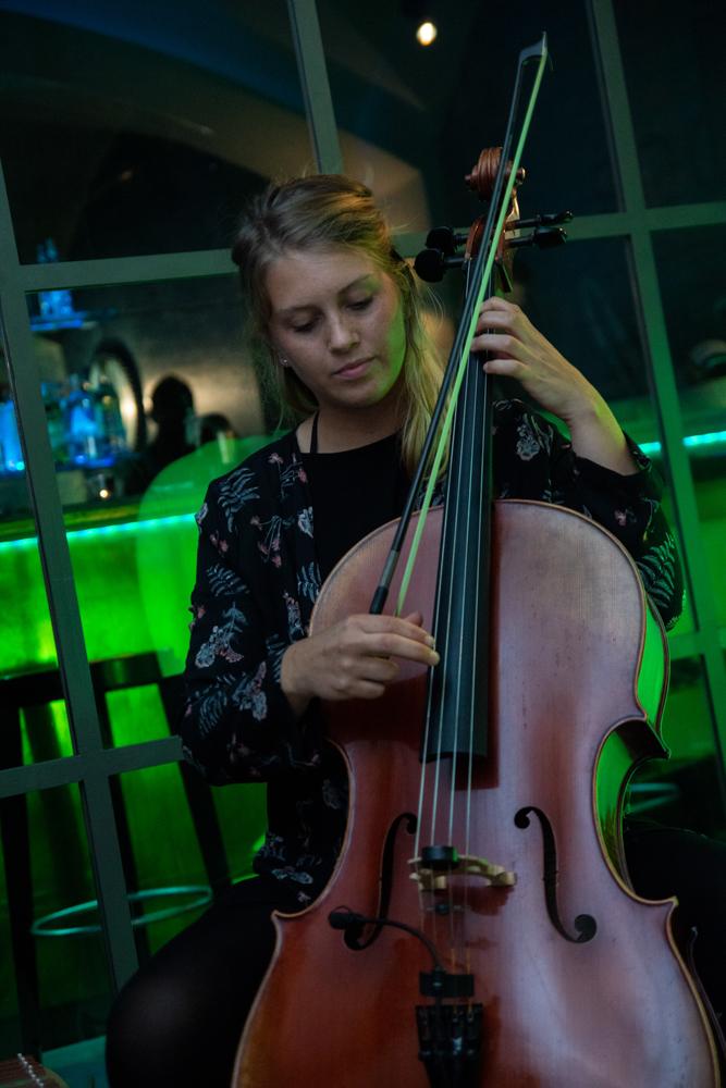 Musikalische Begleitung mit dem Cello Hochzeitsfotograf Bremen