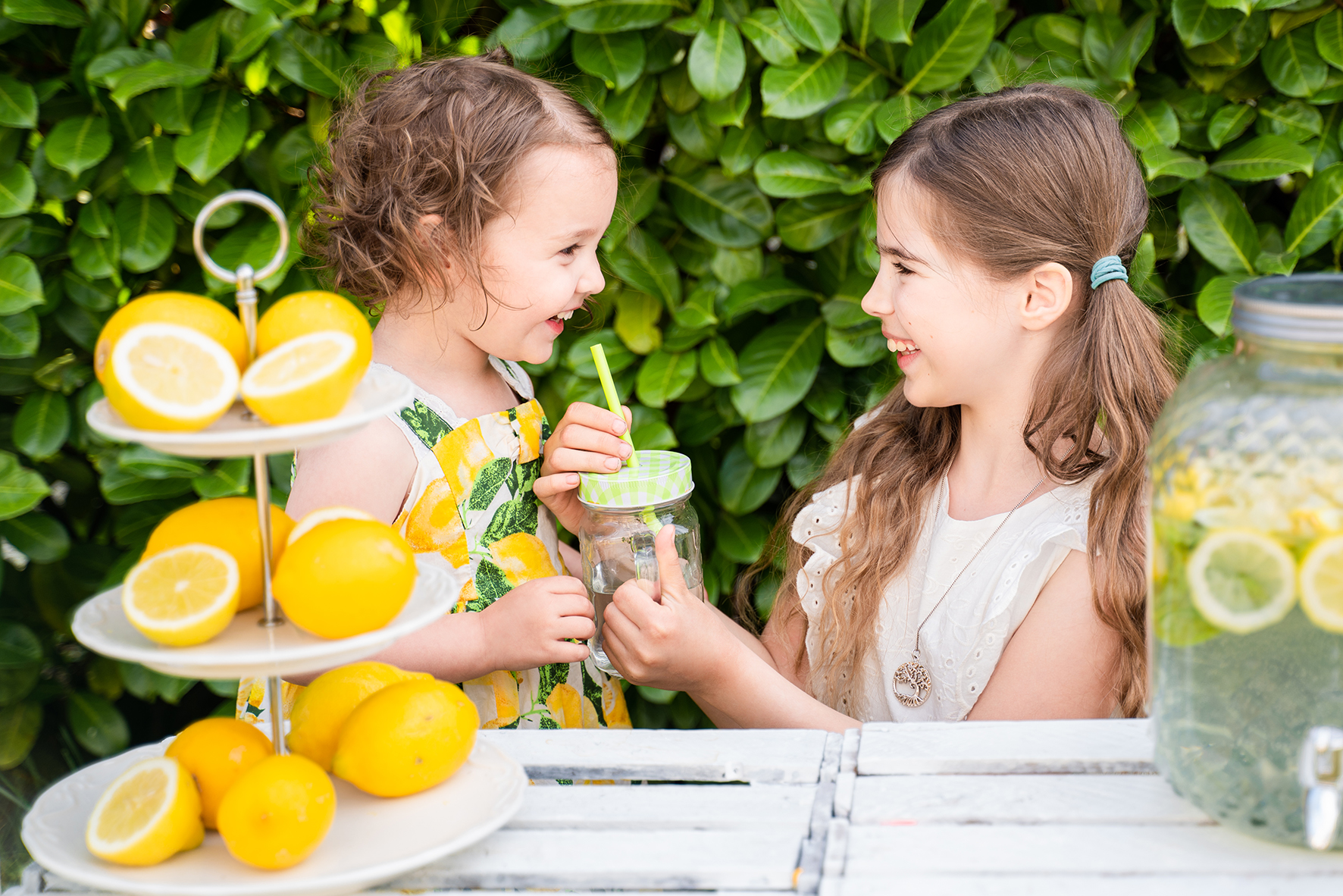 Gemeinsames Limonadentrinken Fotoshooting Bremen Kinderfotograf Niedersachsen