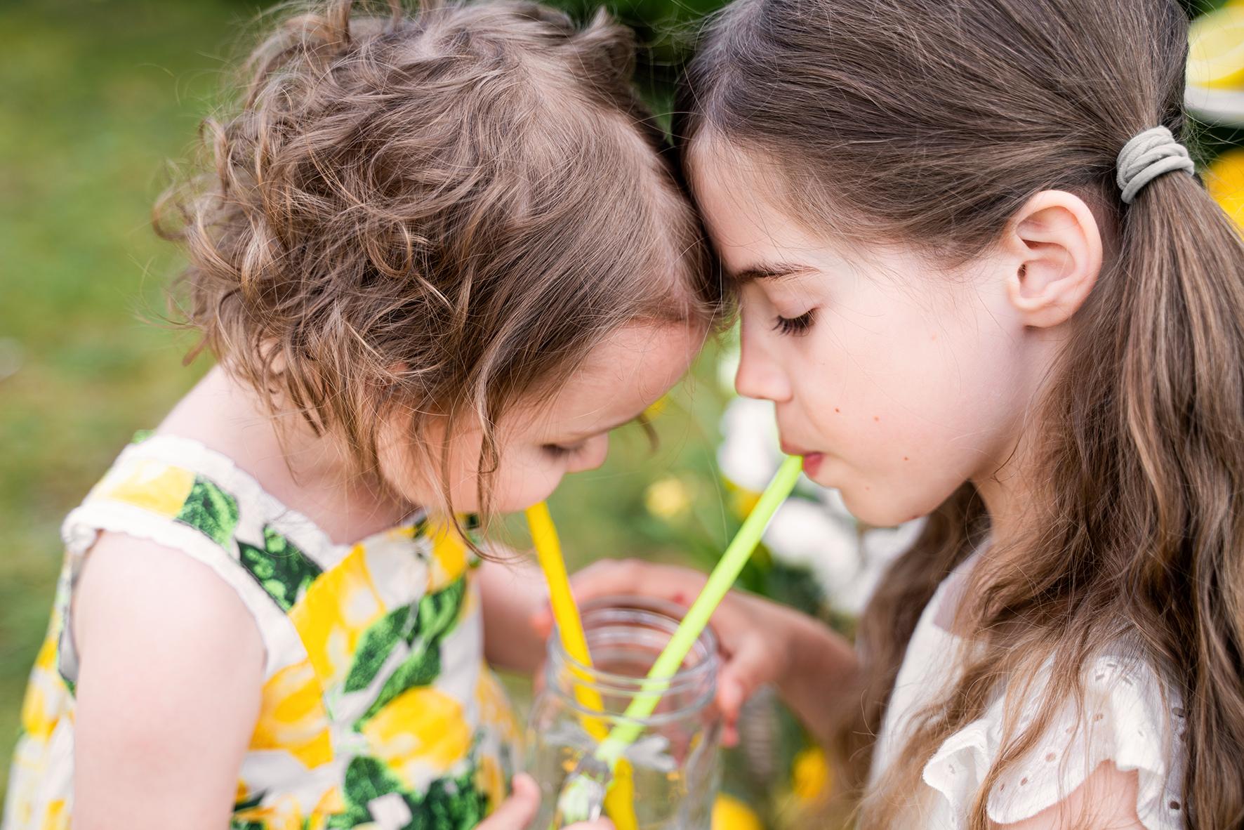 Fotoshooting mit Limonadenstand Fotografin Kinderfotograf Bremen