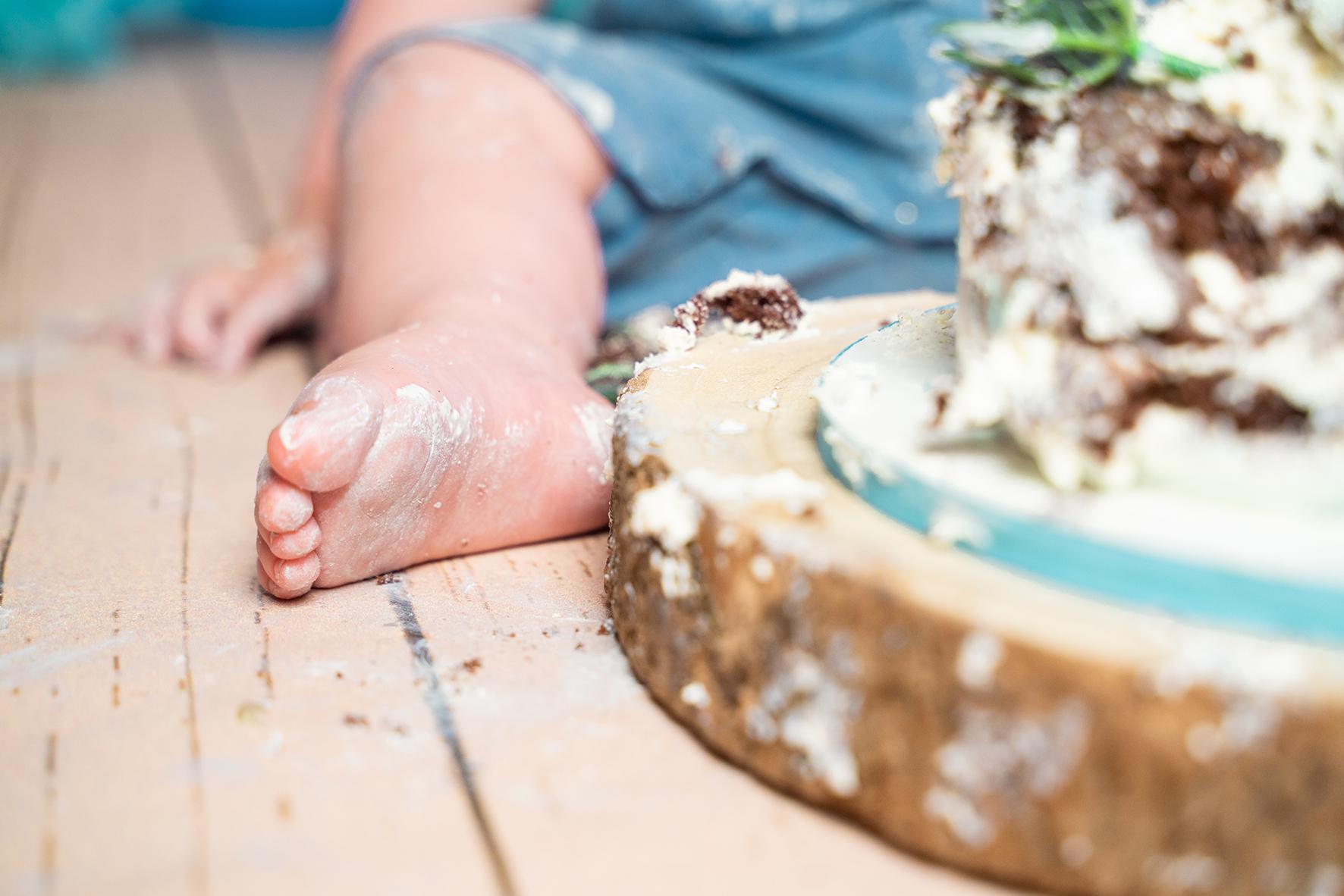 Kinderfotoshooting erster Geburtstag mit Torte Fotograf Bremen