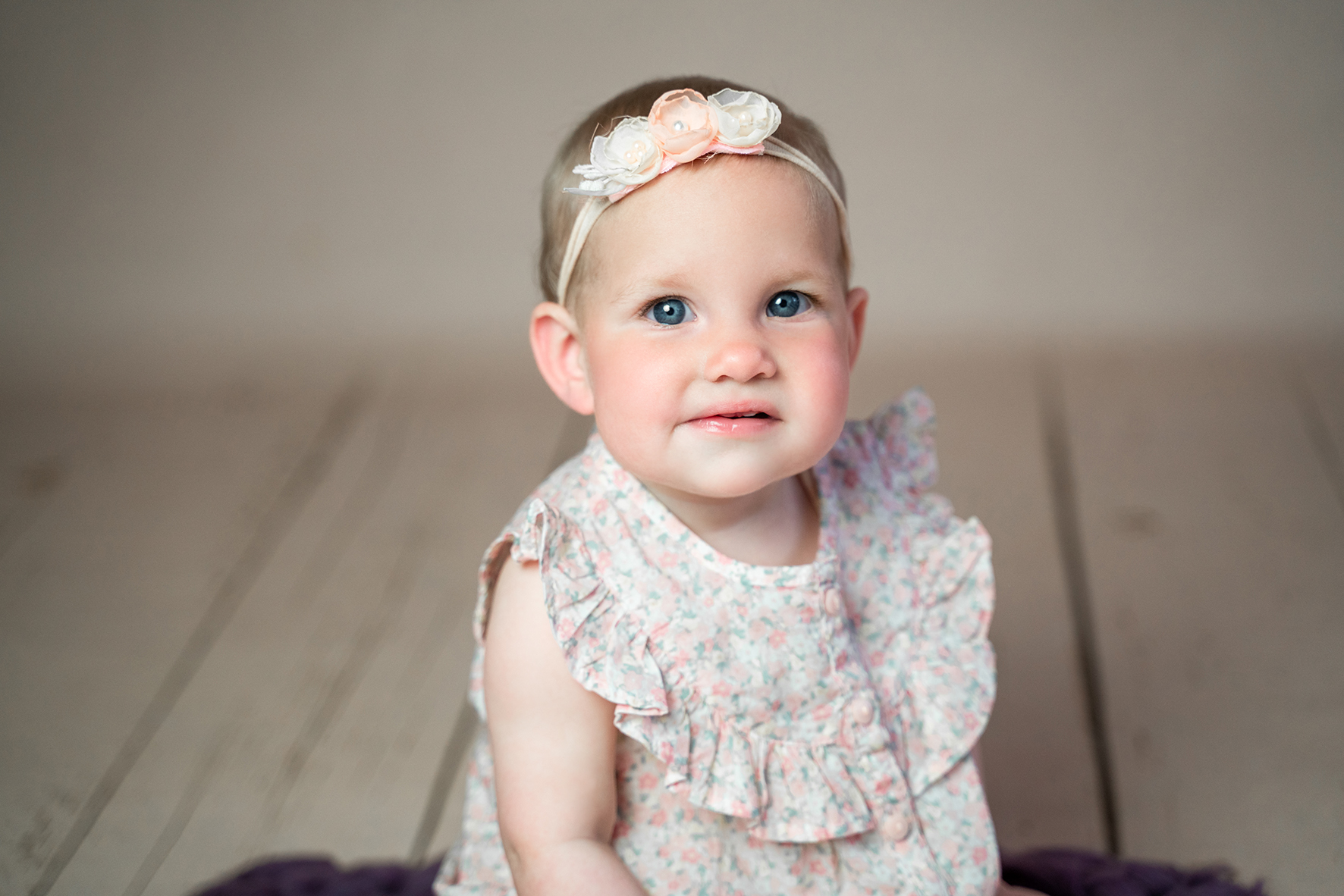 Fotografin Schwanewede Babyfotos und Familienshooting im Fotostudio Kleines Mädchen Vintagestyle