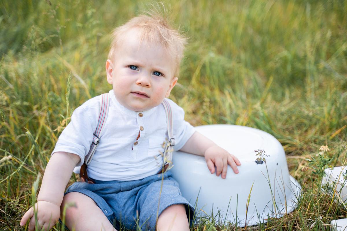 Babyfotograf Bremen Outdoorshooting auf der Wiese