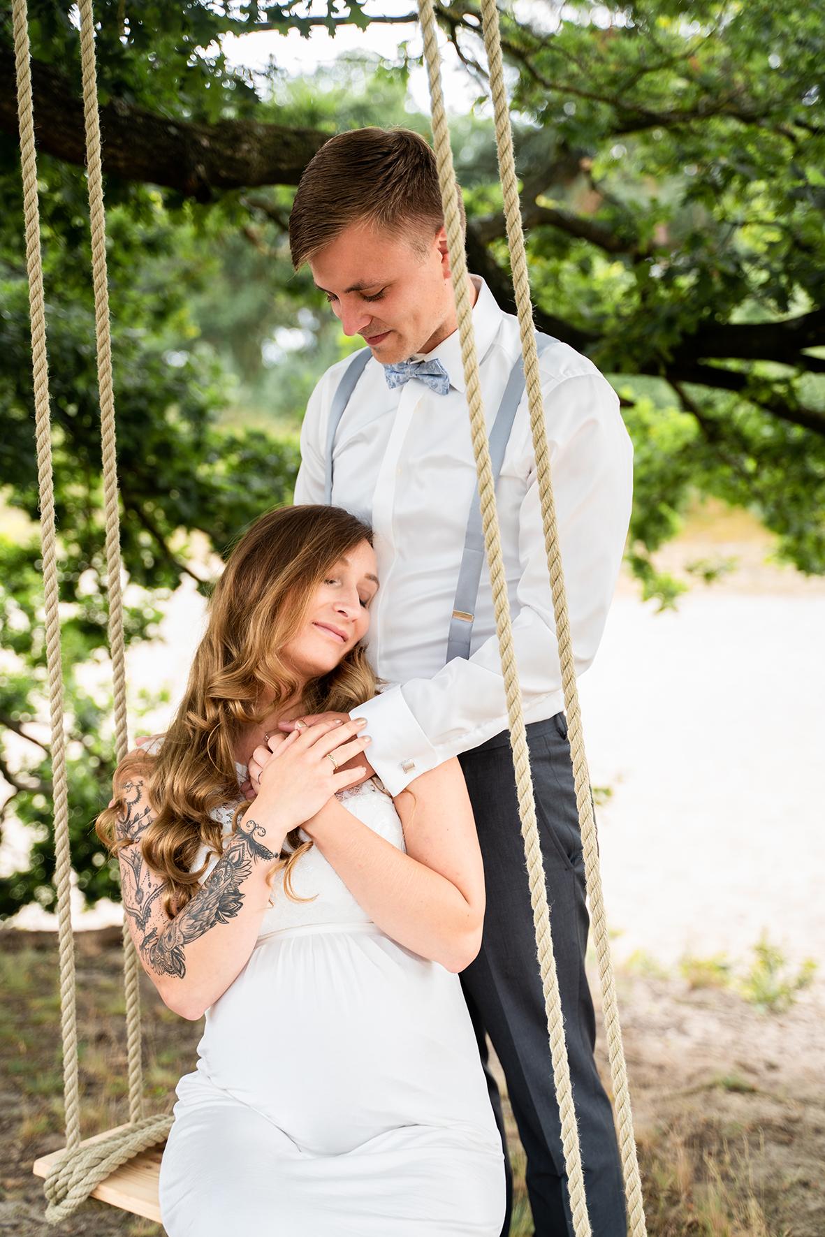 Hochzeitsfotografin bremen Babybauchshooting auf der Schaukel