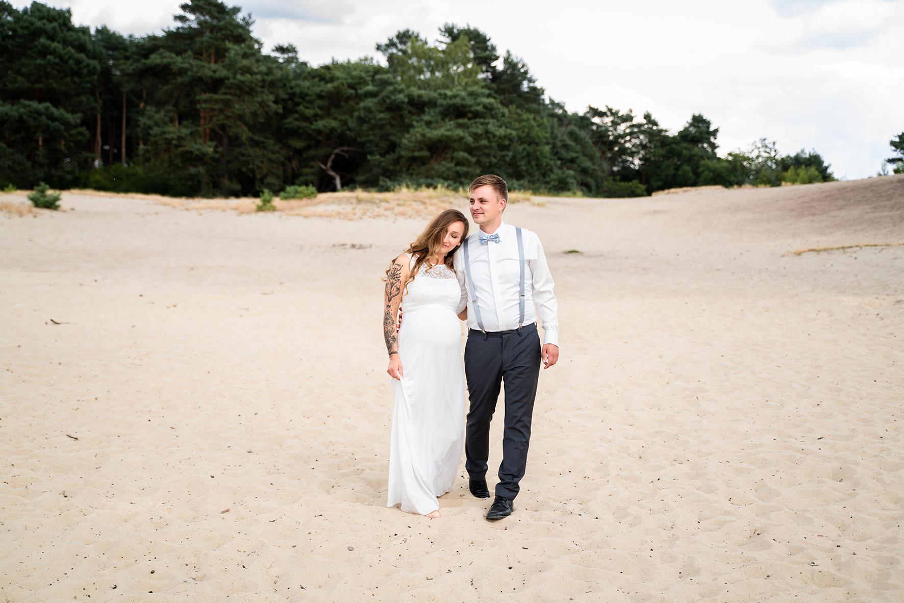 Spaziergang durch die Sanddünen Hochzeitsfotos Sottrum