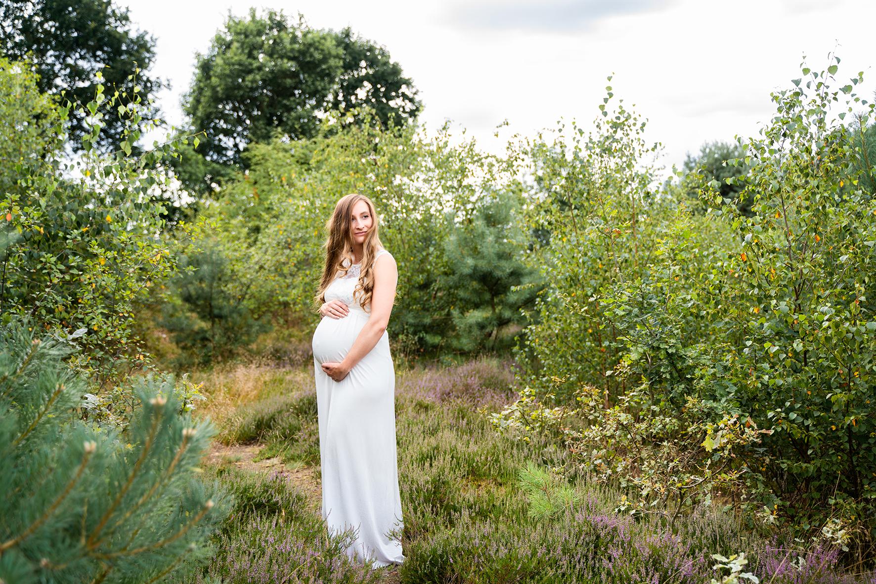 Hochzeitsfotografin Heiraten mit Babybauch im Grünen