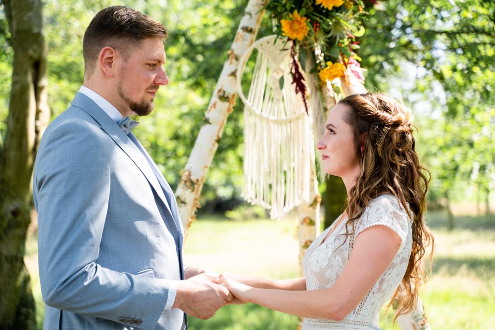 Freie Trauung auf der Wiese Boho Stil Hochzeitsfotograf Bremen
