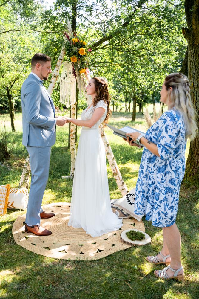 Freie Trauung auf der Wiese Elopement Wedding Hochzeitsfotograf Bremen