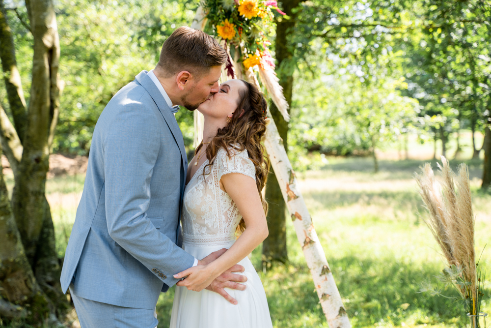 Kuss bei der freien Trauung Hochzeitsfotograf Bremen