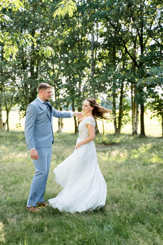 Tanzendes Brautpaar Hochzeitsfotograf Bremen Hochzeitsfotos Lilienthal
