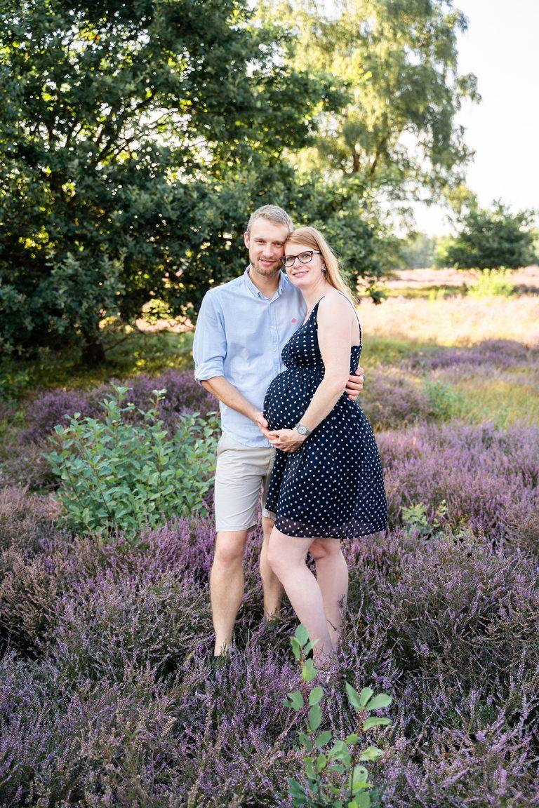 Fotos Schwangerschaft Outdoorshooting in der Heide