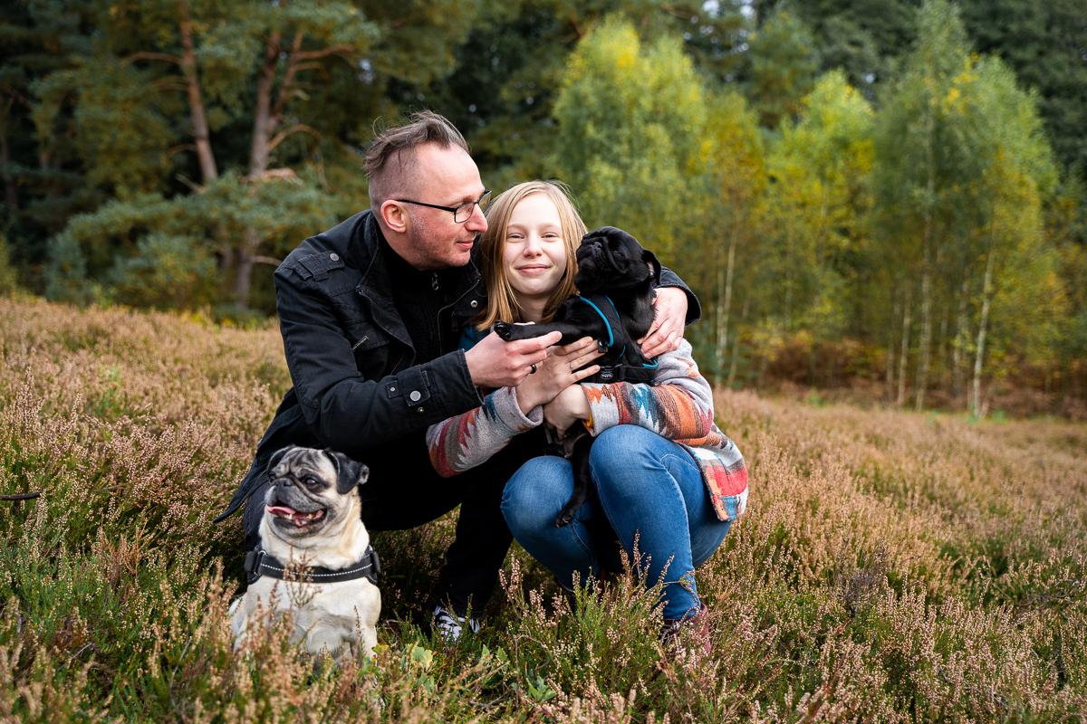 Gemeinsames kuscheln mit den Hunden in der Heide Familienfotos Bremen