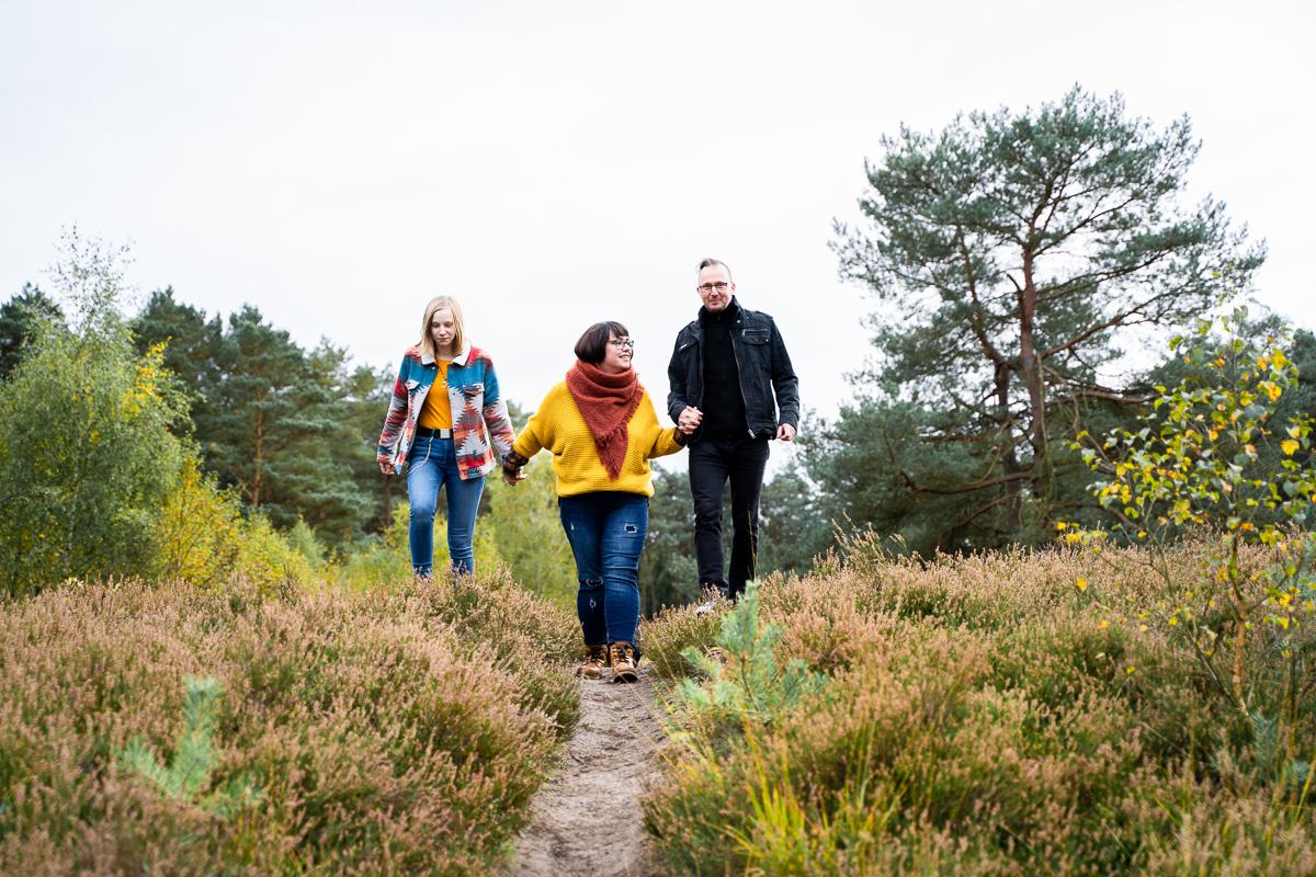 Spaziergang durch die Heide Familienfotoshooting in bremen und Umgebung Fotograf Rotenburg Wümme