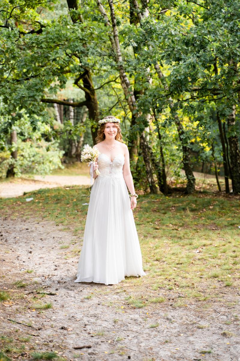 Braut kommt zum First Look Hochzeitsfotograf bassum