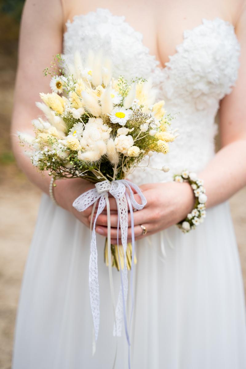 Brautstrauß aus Trockenblumen für die Sommerhochzeit Hochzeitsfotograf bremen