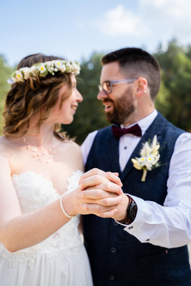 Gemeinsam gehaltene Hände Hochzeitsfotograf bassum Hochzeitsfotos Bremen